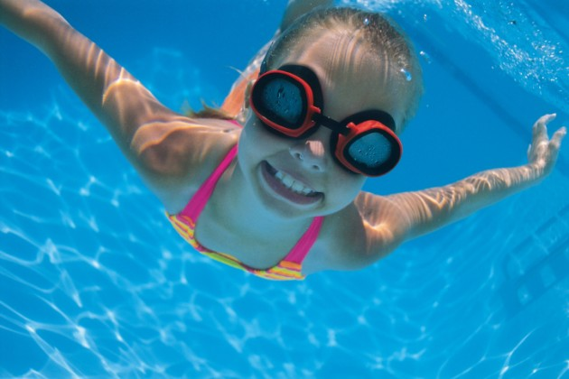Child swimming with goggles